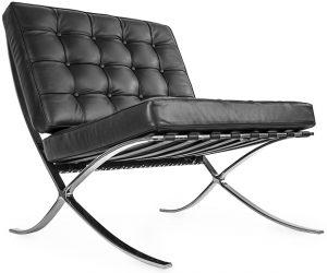 czarny fotel ze skóry inspirowany słynnym projektem Barcelona